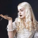 「アリス・イン・ワンダーランド」のアン・ハサウェイが妖精にしか見えない
