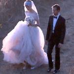 アン・ハサウェイのウェディングドレスと夫のアダム・シェルマンについて