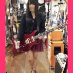 山本彩のギターは下手ではない!メーカーはどこの?